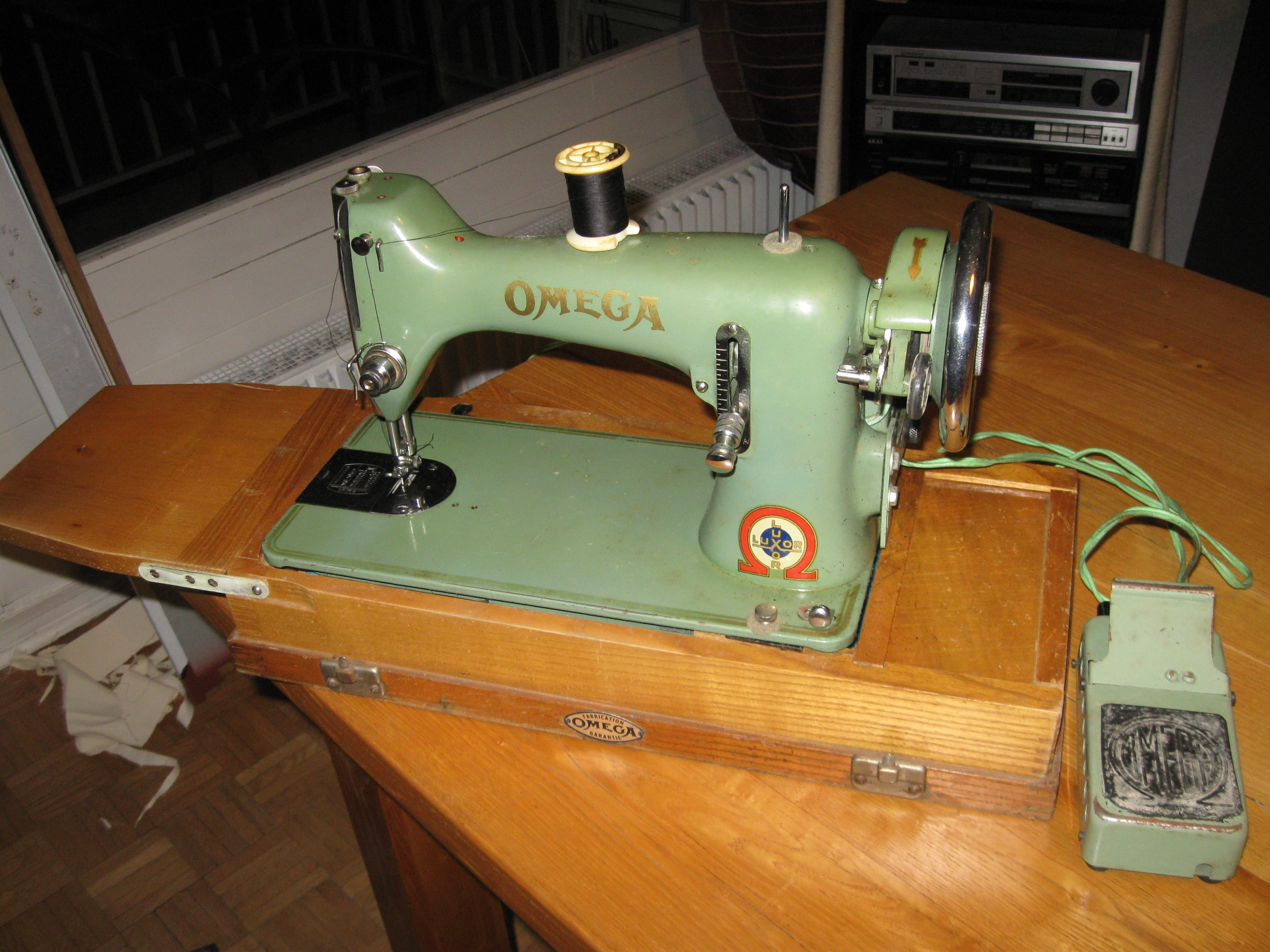 Ancienne machine a coudre omega