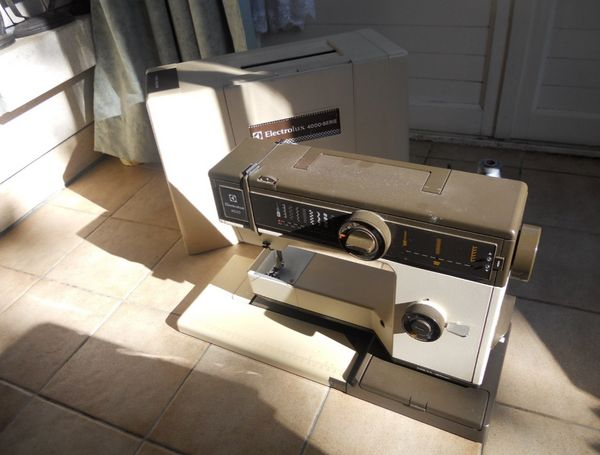 Machine a coudre electrolux 4600